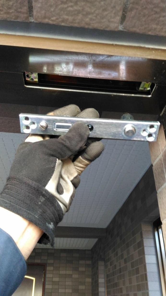 トップセンタ-(ドアの上側の軸)も交換