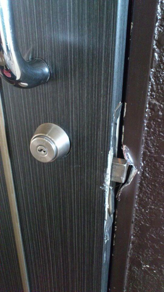 バールで攻撃されると鉄枠でもこうなってしまいます。