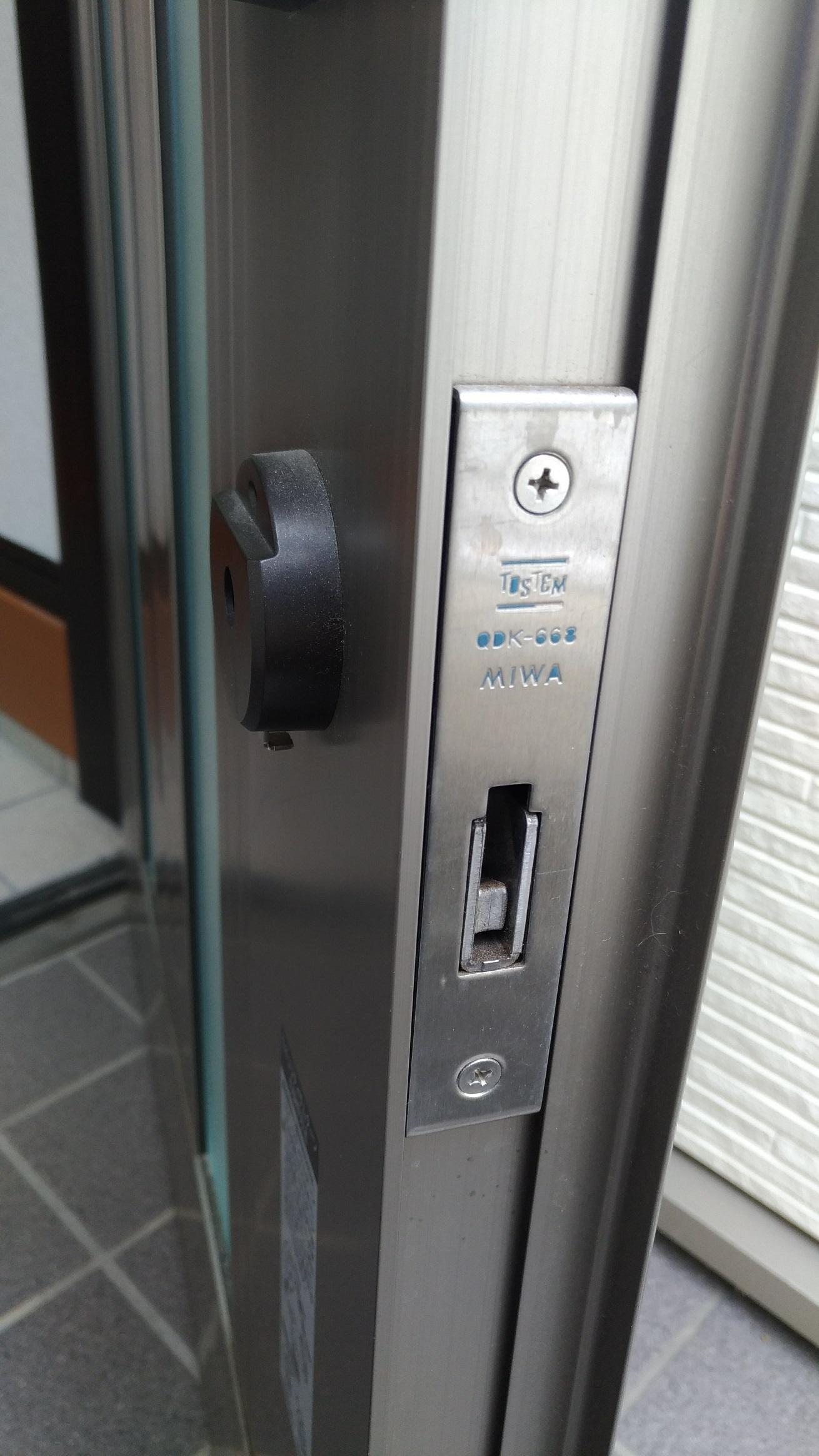 上部錠前(QDK-668)とプッシュプル空錠(QDK-751)