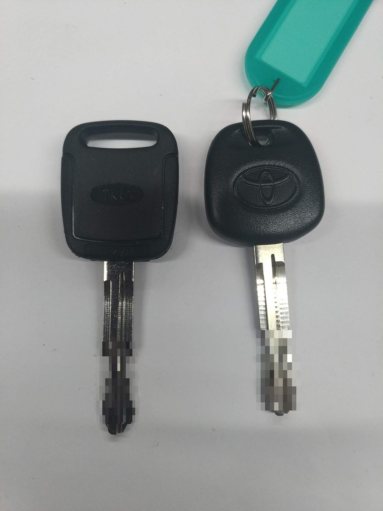 左(クローンキー)右(元鍵)