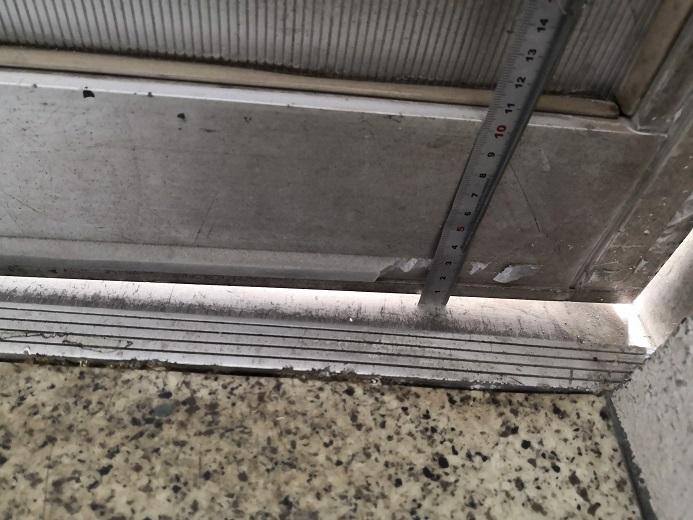 戸先下部は7mmの隙間ができました。
