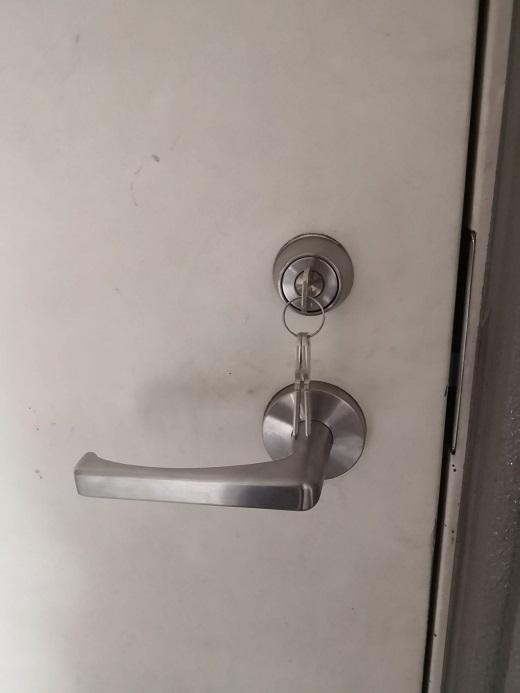 共用部のみ使用できる鍵が三本付き。