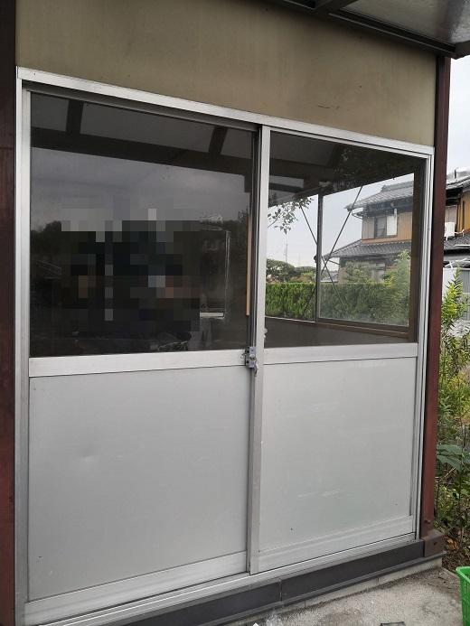 引違い戸と掃き出し窓の中間みたいな構造です。