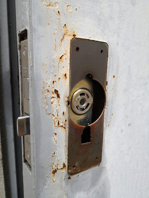 錠ケースを納めたところ。