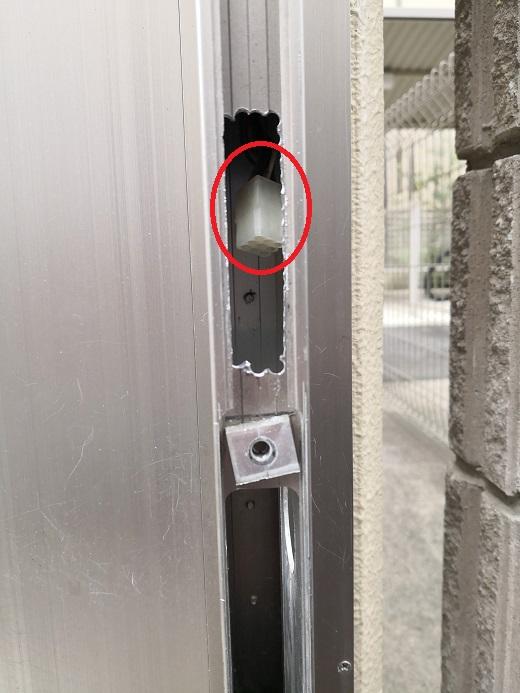 赤丸が電気錠制御盤から来ている線のコネクタ