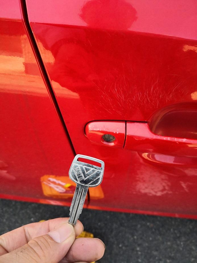 使用するブランクキーはM378です。これ鍵無し作製するの久しぶりだな~