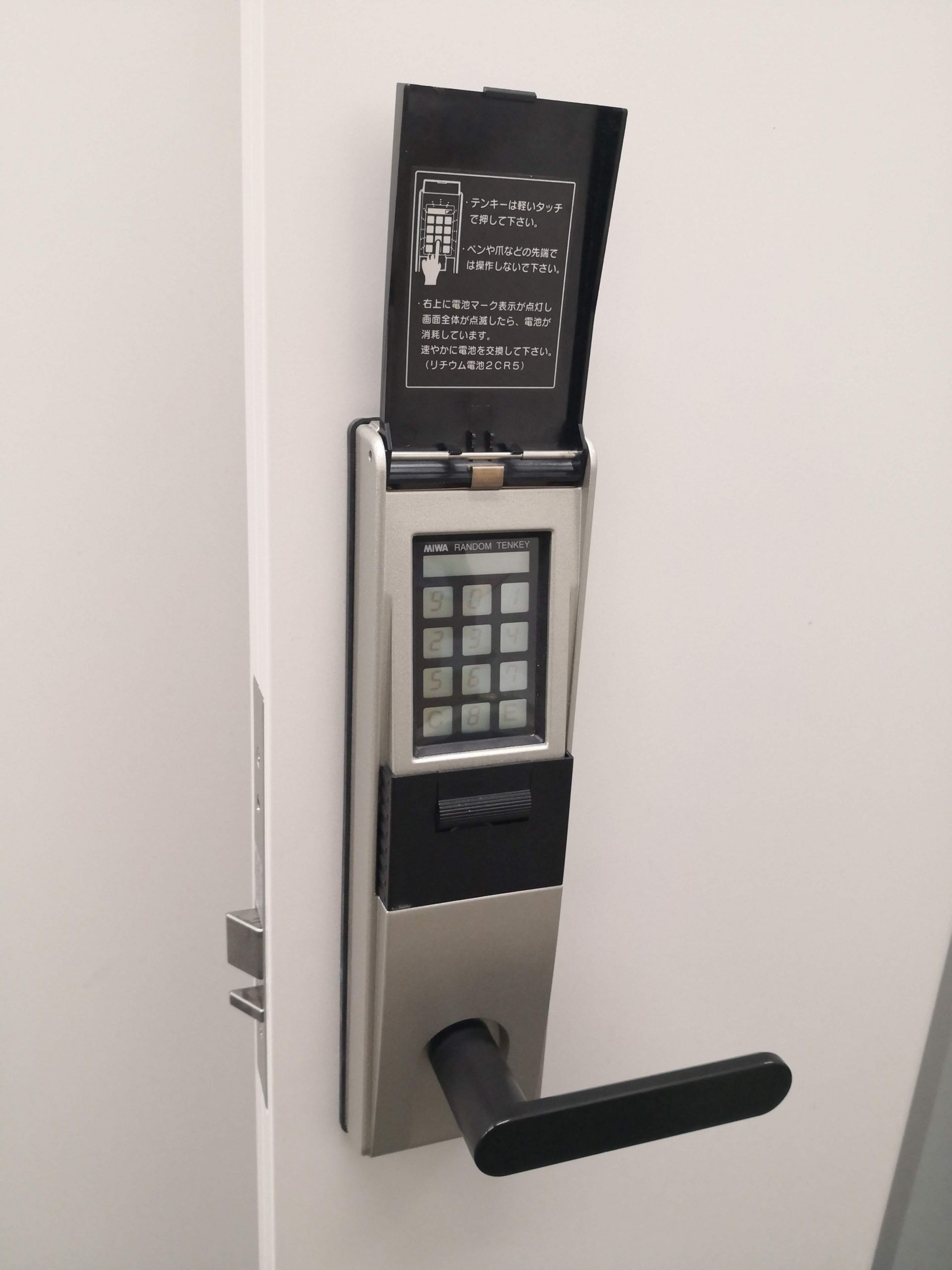 既設錠は美和ロックのランダムテンキーロック「TK4LT」自動施錠タイプ