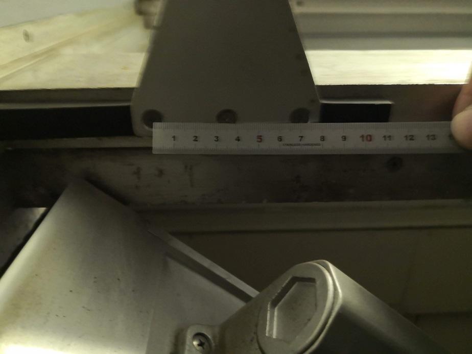ブラケットのビスピッチは35mmで横一列三つ穴