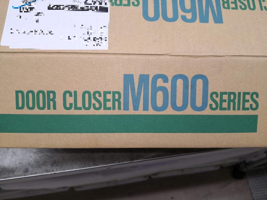 箱はM600シリーズですが、通常品とは違い新日軽 玄関ドア「リベール」専用品です