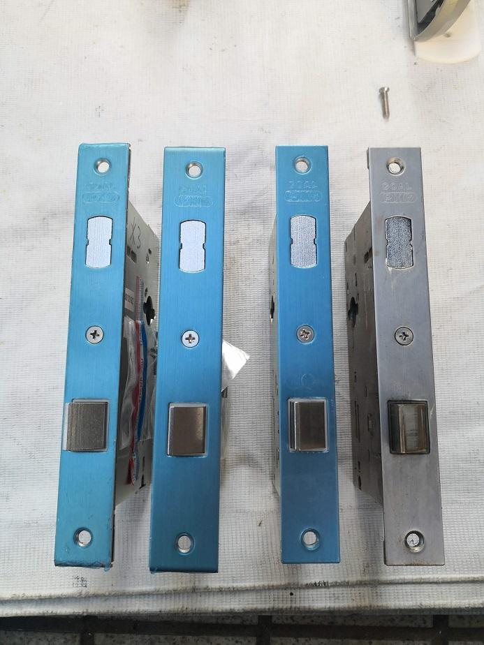 左から2番目がフロント幅29.5mmでYKKapの玄関ドア「プロント」「プロキオ」用