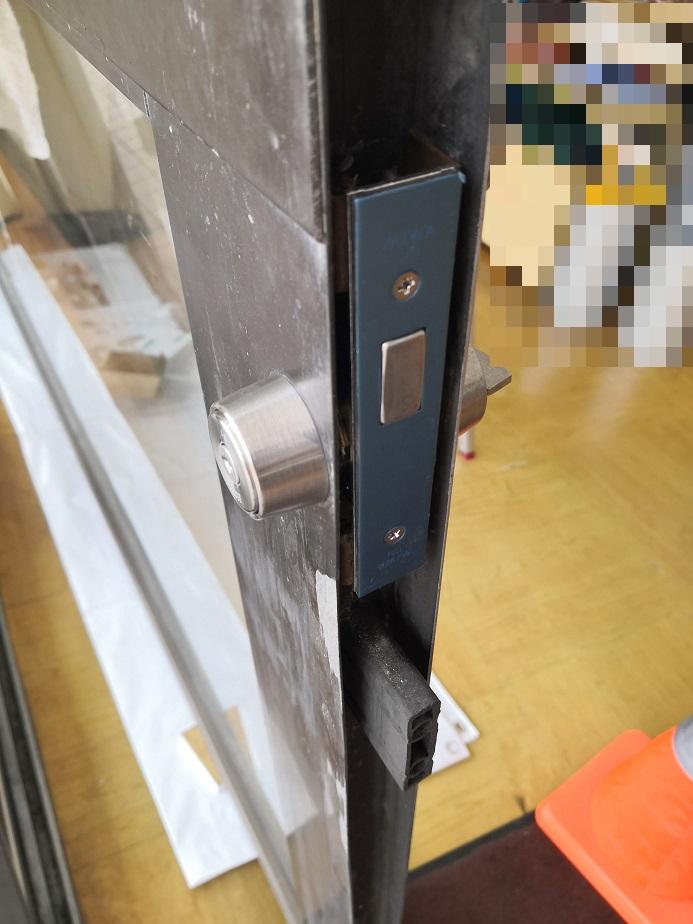 新しい錠前のフロント刻印は「MIWA DN」