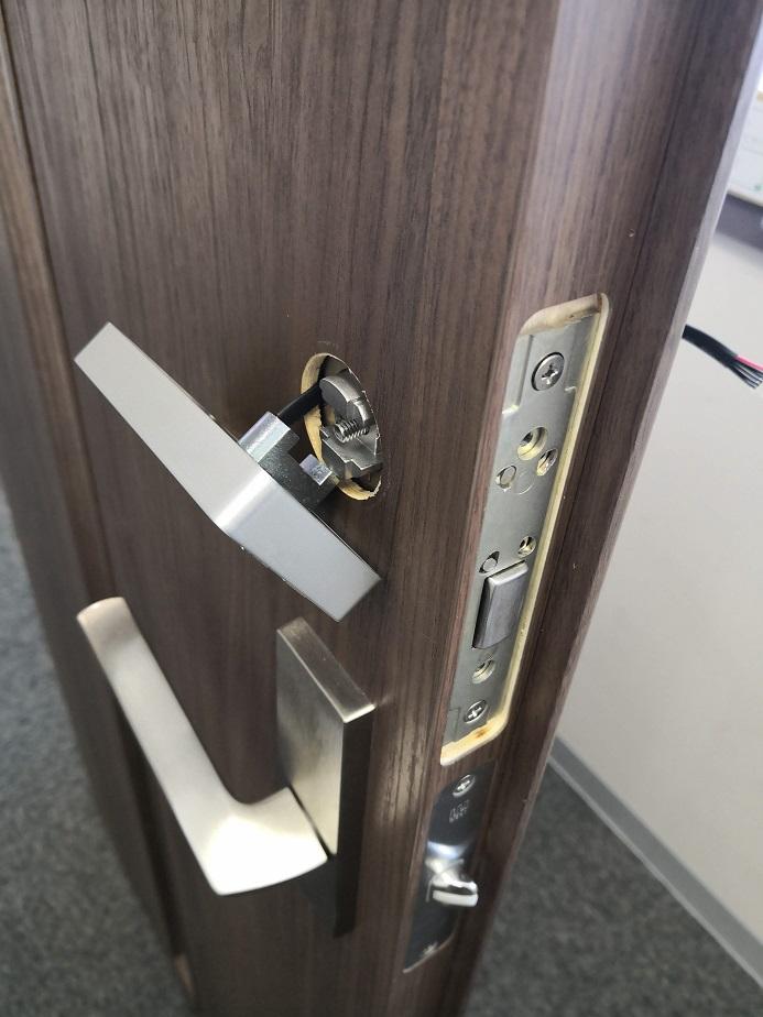 ついている錠前はMIWAの本締り錠DAのバックセット64mmのOEM品
