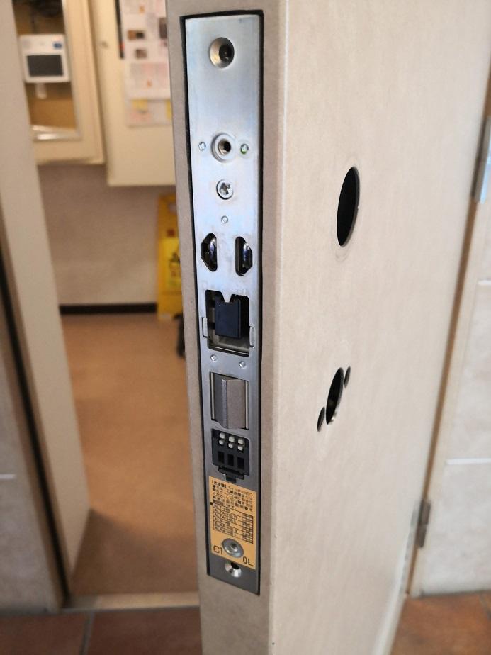 デッドボルト下のディップスイッチで機能を切り替え出来ます