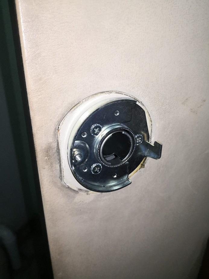 室内側錠ケース本体を取り外したところ