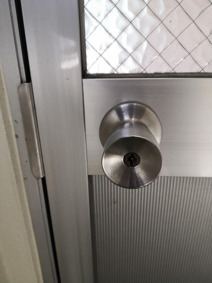 古いH248の鍵穴はステンレス製じゃないので黒っぽい黄銅色になっています。