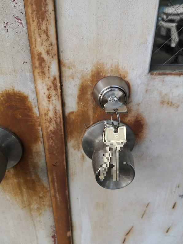 両面シリンダーなので、シリンダーが二個でも鍵は3本付きです。