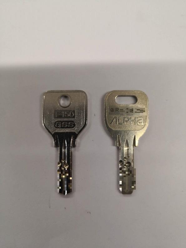 元鍵の裏側にはαから始まるキーナンバーが刻印されています。