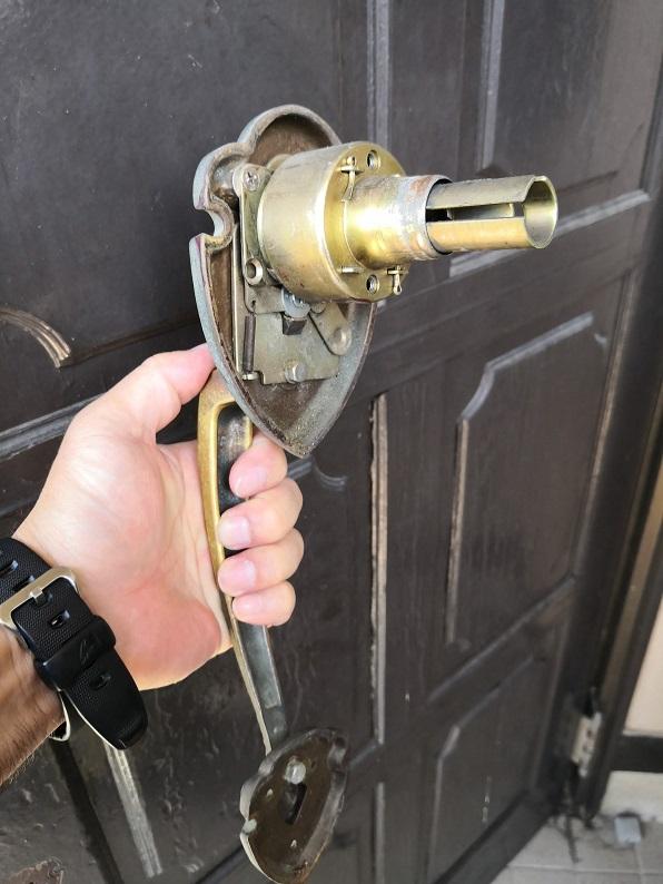 サムラッチ錠としては珍しい円筒錠タイプ
