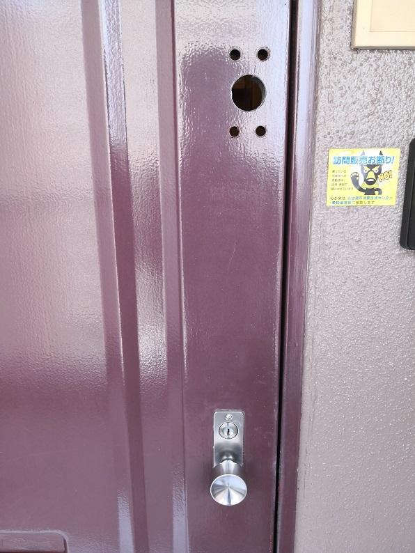 貫通穴5点と室内側に追加で2点穴開けします。