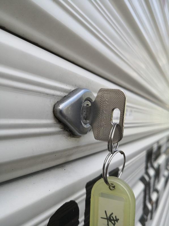 あと2ミリくらい鍵がささらないので回りません。