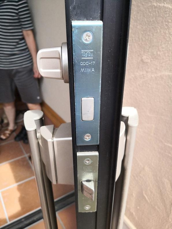 本締錠のフロント刻印は「MIWA QDD-17」プッシュプル空錠のフロント刻印は「 MIWA QDC-18」