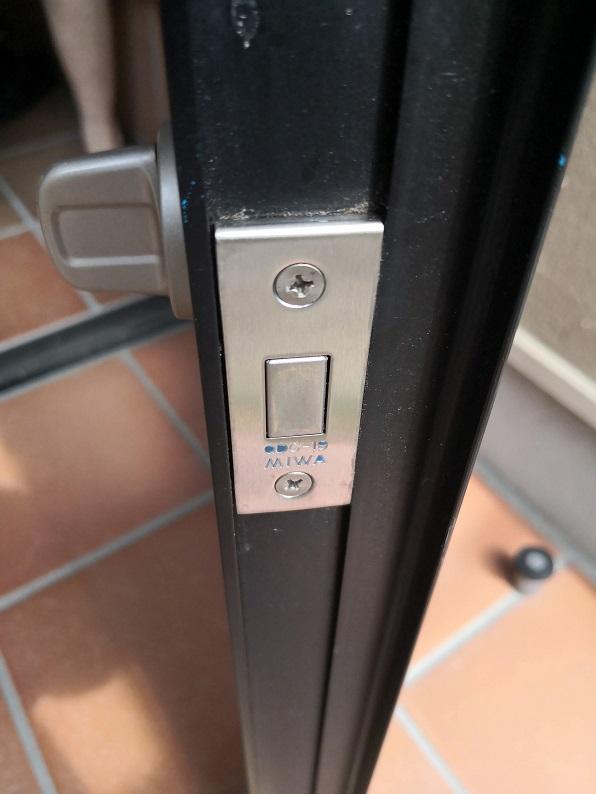 サブ箱錠のフロント刻印は「MIWA QDD-19」