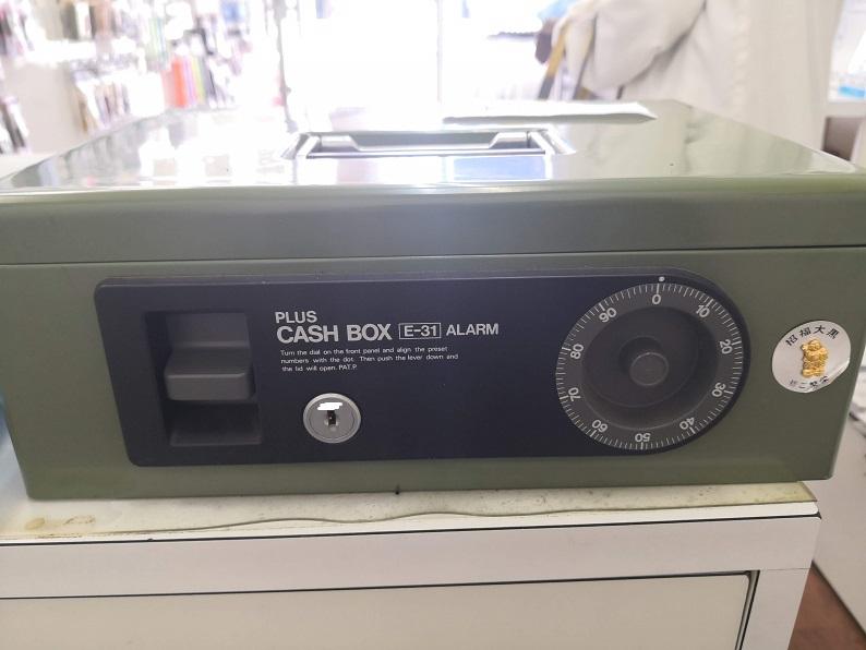 PLUS CASH BOX E-31