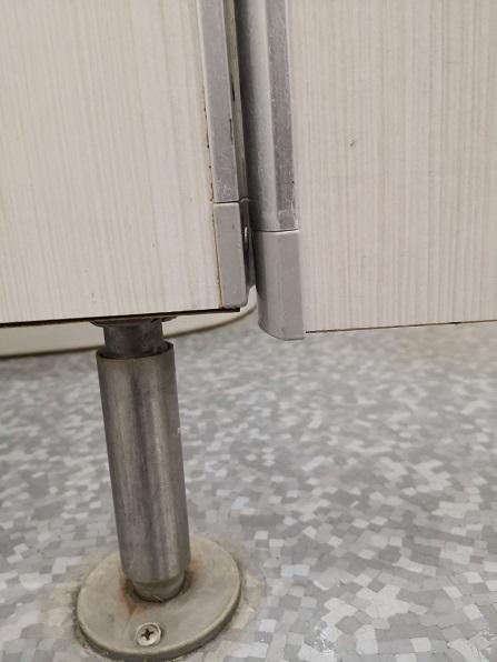 枠から1cmほど下がっています。