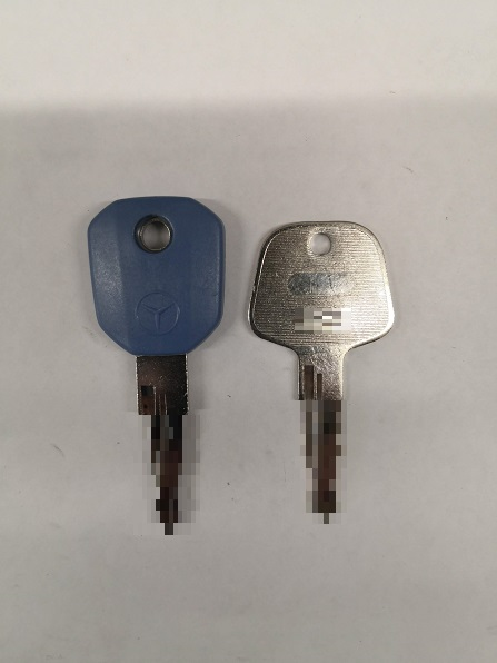 BlueTec(ブルーテック)だから鍵も青色のようです。