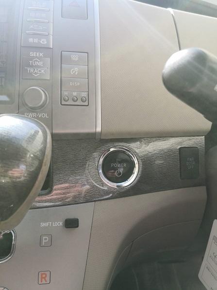 ハンドル左側にプッシュスタートボタン