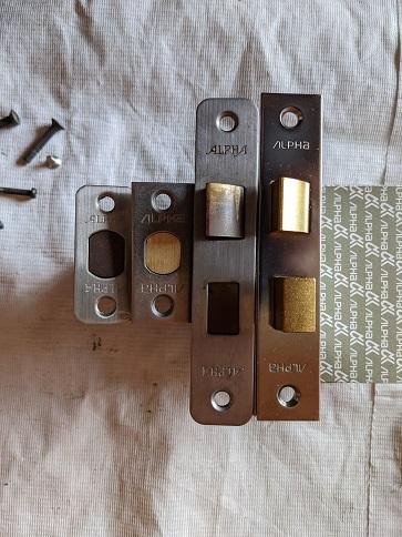 交換用錠ケースのフロントは角があります。