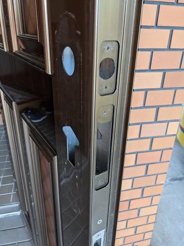 ドアの切欠きもアールフロント用になっています。