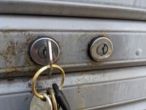 鍵を挿して
