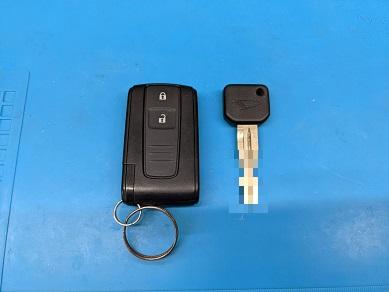 ダイハツ キーフリー四角ボタン4Cタイプとメインキー(マスターキー)